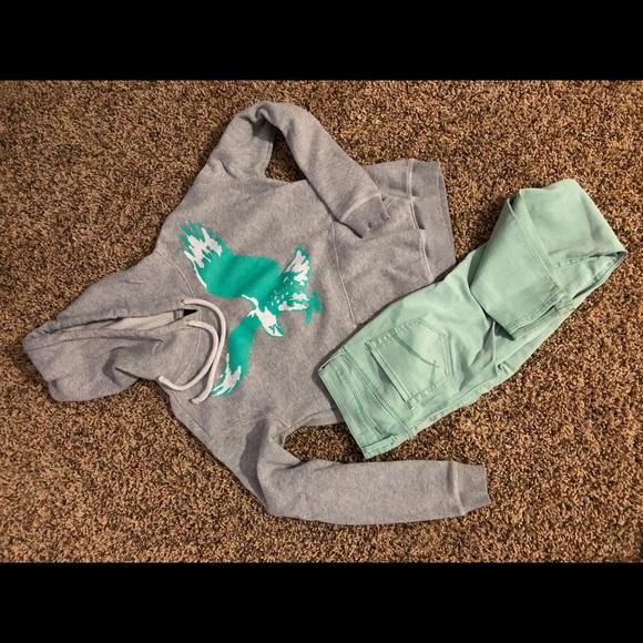 American eagle jeans & sweatshirt